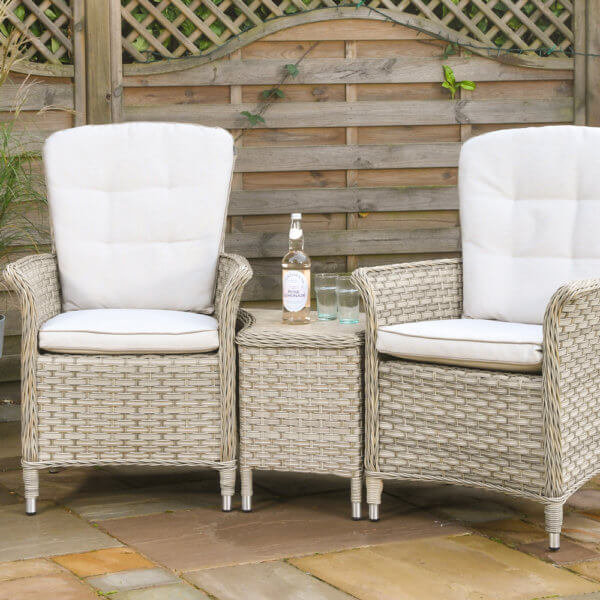 Duet_garden_chair_set_with_bottle_on_table