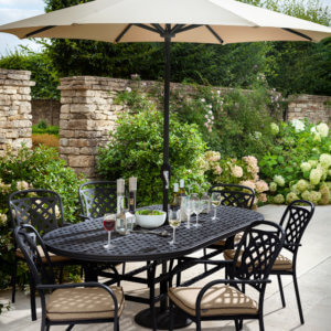 6_seat_garden_cast_aluminium_garden_furniture_in_leafy_courtyard